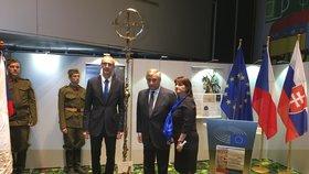 Česko darovalo europarlamentu kříž za 200 tisíc, ten ho odmítl umístit do kaple. Proč?