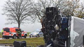 Vážná nehoda na Štěrboholské spojce. Po střetu náklaďáku s automobilem skončil řidič v bezvědomí