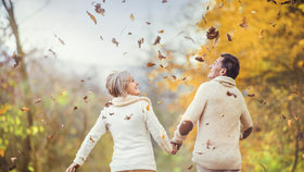 Sychravé období nejvíc trápí seniory: 5 rad, jak přežít podzim ve zdraví