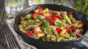 Těstoviny nemusí být kalorická bomba! Jak je jíst a nepřibrat?