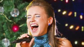 Nejkrásnější vánoční koledy: Víte, které písně si u stromečku musíte zazpívat a umíte je celé?