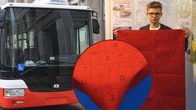 Čtrnáctiletý Matěj navrhl nové potahy autobusů. Interiéru bude vládnout rudá a modrá