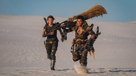 Monster Hunter vystrkuje rohy: Milla Jovovich a Tony Jaa na první fotce z filmu