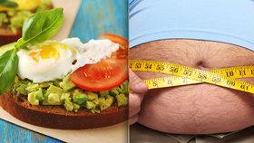 Zrádný testosteron: Může za pivní pupek i prsa mužů! Jak si ho zvednout jídlem?