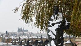 Rukavice, šály, čepice s sebou. Teploty v Praze se příští týden sotva vyhoupnou nad nulu