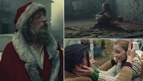 Santa vyhýbající se kulkám a opuštěné plačící dítě: Děsivé vánoční video šokovalo svět