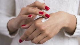 Test krémů na ruce: Které se rychle vstřebají a poradí si se suchou kůží?