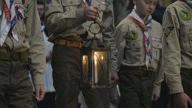 Betlémské světlo září v Chrámu svatého Víta: Lidé si pro plamínek mohou chodit až do Štědrého dne