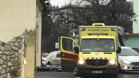 Náhlá smrt: Na ulici v Hloubětíně zemřel muž (†25). Stihl si zavolat záchranáře, ti mu ale nedokázali pomoci