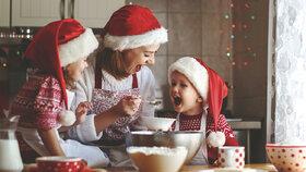 Vánoční pečení: 9 rad, než se pustíte do díla! Jak »oživit« loňské ořechy? Které cukroví nechat na konec?