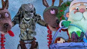 Vánoční Predátor: Lovec z vesmíru zmasakroval elfy i soby. Santa Claus dostal vetřelčí vajíčko