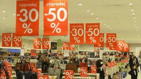 """Výprodejový """"masakr"""" v Česku: Obchodníci čekají po Vánocích nejvyšší tržby"""