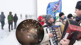 Hymna, boby, slivovice. Oslavy Čechů a Slováků na Velké Javořině nezhatil ani vichr