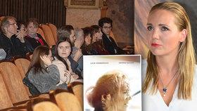 Premiéra filmu bez hlavní hvězdy Lucie Vondráčkové: Kino zelo prázdnotou!