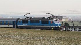 Tragédie na kolejích. Chodce pod Krejcárkem srazil vlak, provoz byl přerušen dvě hodiny