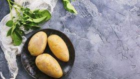 Zázračný všelék, který určitě máte ve spíži. Tohle všechno umí bramborová šťáva!