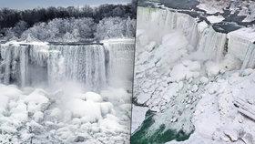 Nádherná podívaná: Zamrzly Niagarské vodopády, teplota v USA klesá až k -25 °C