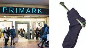 Zákazníka vyděsily ponožky od známého řetězce. Byla v nich lidská kost