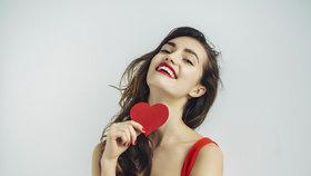 Oblečte na Valentýna rudou, muži ji zbožňují! V čem budete neodolatelná?