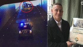 Policista drsně zastavil opilého motorkáře: Od pivovaru dostal pivo na rok, veřejnost se bouří