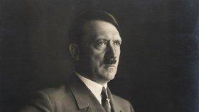 Hitler by oslavil 130 let. Jak si nacistický vůdce získal přízeň německých davů?