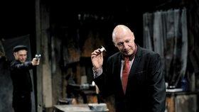 Nová hra ve Švandově divadle: Kdo chce zabít Johnnyho Glendenninga