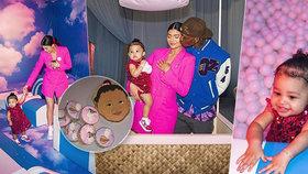Nevkus, kýč a pastelové barvičky: Dcera Kylie Jenner slavila první narozeniny!