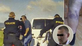 Policista zasáhl obuškem proti sběračům konopí: Nebyl to trestný čin, rozhodl soud