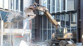 Už není návratu! Demolice budovy Transgas začala, co bude stát místo ní?