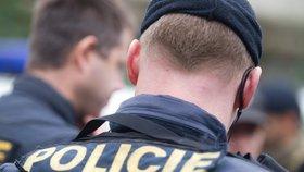 Záhada zamčené koupelny? Mladík z Varů se topil ve vaně: Policisté jednali okamžitě