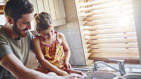 Zbytečné chyby při mytí nádobí, které děláme skoro všichni! Ušetřete čas i peníze