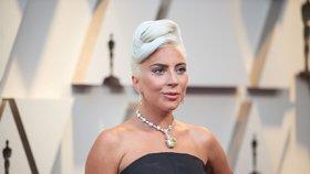 Doplňky a účesy na Oscarech: Kdo vynesl šperky po Audrey Hepburn a kdo změnil účes?