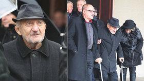 Zdeněk Srstka (83) už se neobejde bez pomoci: Posily si nastěhoval domů!