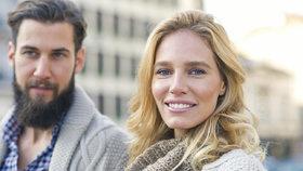 Proč je vztah se starší ženou někdy lepší? Muži prozradili, co je na nich přitahuje