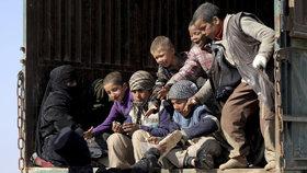 Do Francie dorazily děti džihádistů. Nebyli to jen sirotci, o počtu země mlží