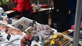 Farmářské trhy = záruka čerstvosti? Veterináři v Praze museli likvidovat stánky i jejich obsah