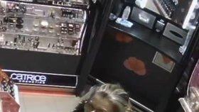 Mazaná zlodějka v Letňanech: Nepozornou prodavačku připravila o pět tisíc