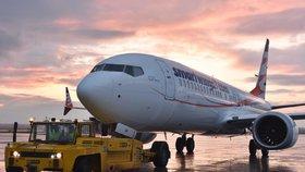 """Boeing 737 MAX po dvou tragédiích prochází novými testy. V USA zkusí i """"smrtící"""" systém"""