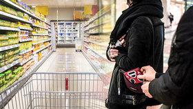 Zloději loni obrali 33 tisíc Čechů, šidí i s vejci. Za hodinu si umí nakrást až 100 tisíc