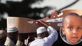 """""""Tati, tati,"""" volal těsně před smrtí Mucad (†3). Nejmladší oběť masakru v mešitě pohřbili"""