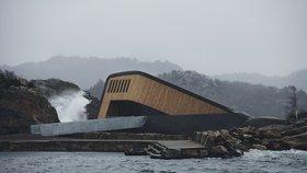 Jíst pod hladinou můžete i v Evropě! V Norsku otevřeli první podmořskou restauraci