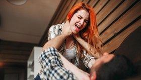 Třetina mladých ve vztahu trpí: Facky, šmírování mobilu i úvahy o sebevraždě