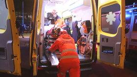 Alkoholička spadla ze schodů a rozrazila si hlavu: Zkrvavenou ji našla kamarádka