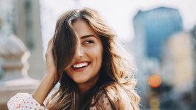 Proč máte pořád mastné vlasy? Nejspíš děláte jednu z těchto chyb!