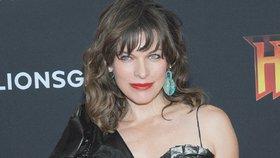 Stále krásná hvězda Pátého elementu Milla Jovovichová: Oblékla si pytel na odpadky!