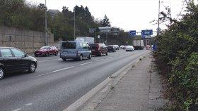 Umějí řidiči v Praze »zipovat«? Odborník se jich zastává, v praxi to stále drhne