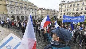Bývalou židovskou čtvrtí v Praze prošly asi dvě stovky lidí:   Pochodovaly proti antisemitismu
