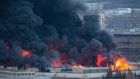 Hořela továrna na výrobu raket: Každá z nich může nést až 6 jaderných hlavic!