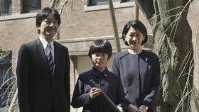 Na školní lavici japonského prince našli nůž. Je jediným vnukem končícího císaře