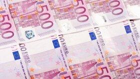 Nepoctivou uklizečku čeká 18 měsíců v base: Ztopila prkenici napěchovanou eury